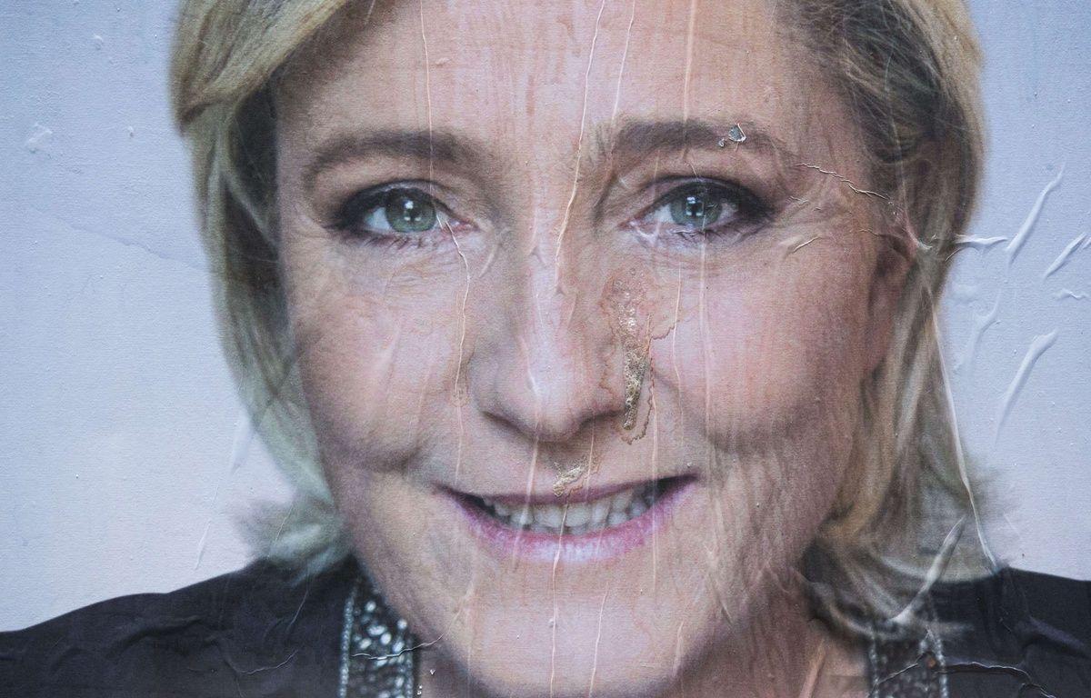 Une affiche de la campagne présidentielle de Marine le Pen à Paris. – Kamil Zihnioglu/AP/SIPA