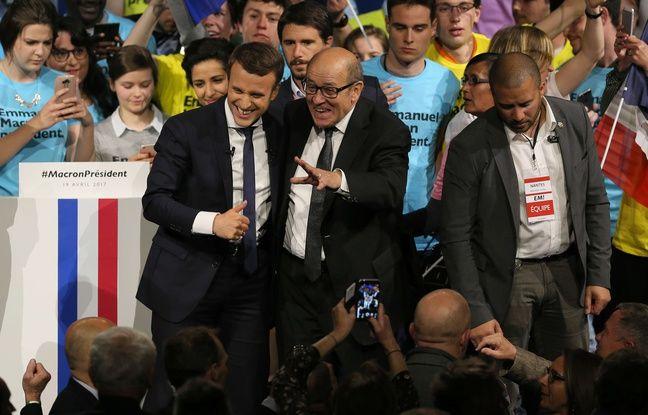 Emmanuel Macron et le ministre de la Défense Jean-Yves Le Drian à nantes le 19 avril 2017.