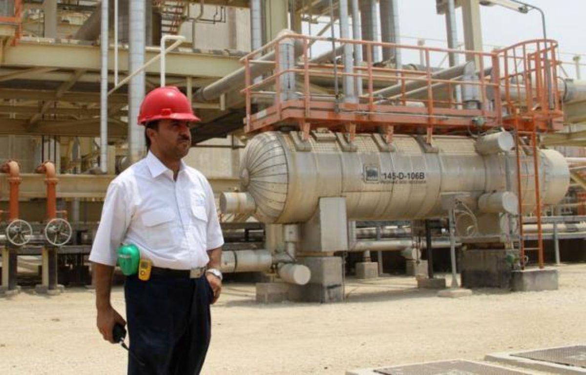 """L'Iran a minimisé l'embargo pétrolier occidental entré en vigueur dimanche, en affirmant que ces sanctions visant à le convaincre de réduire son programme nucléaire controversé n'auraient """"aucun effet"""" sur son économie. – Atta Kenare afp.com"""