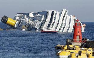 Le paquebot Costa Concordia s'est échoué près d'une île de Toscane vendredi 14 janvier 2012.