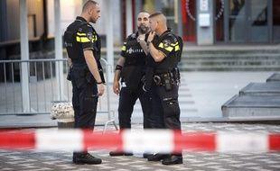 La police néerlandaise après l'annulation d'un concert à la suite de menaces terroristes en 2017.