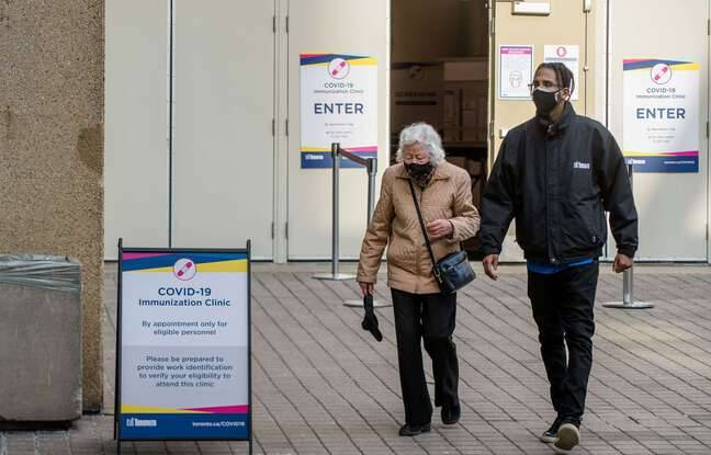 648x415 devant un centre de vaccinations contre le covid 19 a toronto au canada le 17 mars 2021