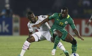Senegal's Henri Saivet, right, defends against Ghana's Afriyie Acquah, during the African Cup of Nations Group C soccer match between Ghana and Senegal in Mongomo, Equatorial Guinea, Monday, Jan. 19, 2015. (AP Photo/Themba Hadebe)/XTH114/549282333793/1501191932