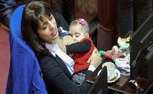 La députée argentine Victoria Donda Perez a allaité sa fille en pleine séance au Parlement