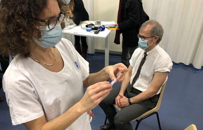 Chef du service de médecine gériatrique au CHU, le professeur Dominique Somme s'est également fait vacciner ce mardi après-midi.