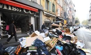 Les poubelles s'amoncellent à Marseille.