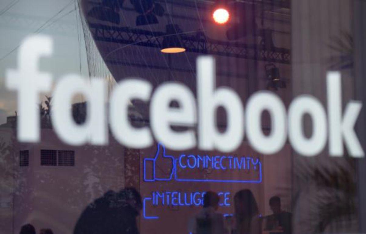 """Le logo """"Facebook"""" à Berlin, le 24 février 2016 – TOBIAS SCHWARZ AFP"""