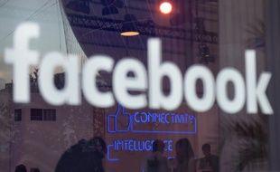 """Le logo """"Facebook"""" à Berlin, le 24 février 2016"""