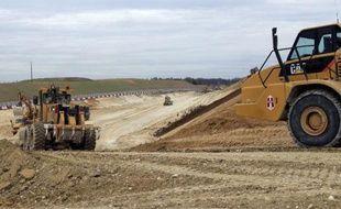Le coût du projet de canal Seine-Nord Europe entre l'Oise et l'Escaut est fortement révisé à la baisse, autour de 4,5 milliards d'euros, et ce grand chantier porteur de croissance pourrait démarrer dès 2015, selon un rapport remis mercredi au ministère des Transports.