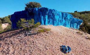 La paroi rocheuse bleue de Bernard Brianti.