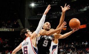 Tony Parker, auteur de 28 points, 8 passes et 5 rebonds, a permis a San Antonio de rester invaincu en sept matches dans sa salle cette saison en NBA mercredi face à Houston.