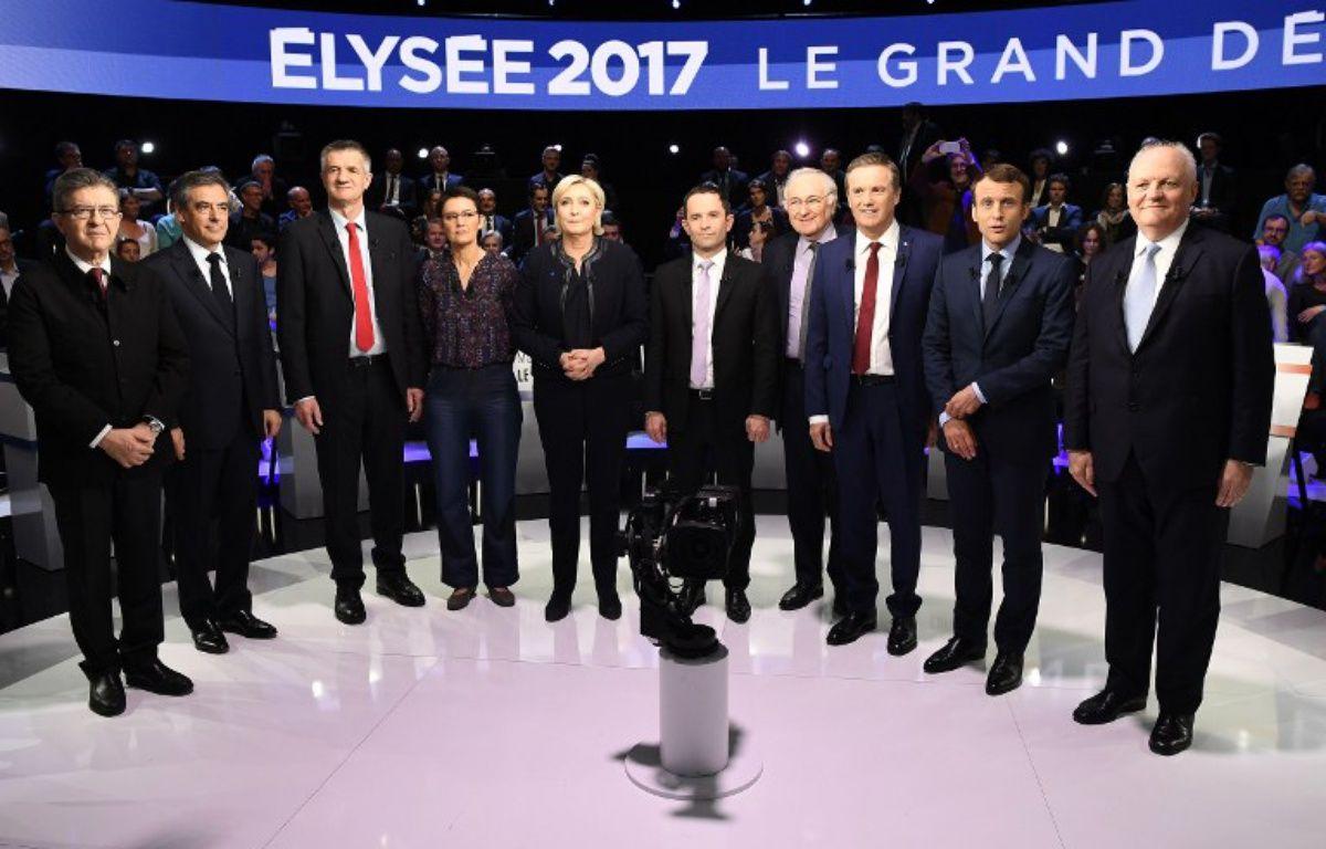 Les onze candidats avant le débat présidentiel du 4 avril 2017 sur CNews et BFMTV. – Lionel BONAVENTURE / POOL / AFP