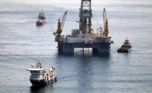 Le groupe pétrolier britannique BP a réclamé 1,9 milliard de dollars à une filiale de la maison de commerce japonaise Mitsui and Co afin qu'elle participe aux frais de la marée noire du golfe du Mexique, a annoncé mardi cette succursale nippone qui a différé le paiement de la facture.
