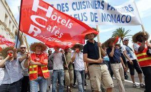Cuisines, casinos, palaces, ou banques de la principauté de Monaco ont été abandonnés jeudi après-midi par des centaines de salariés du privé, décidés à scander leur inquiétude et défendre dans la rue un système de retraites en passe d'être réformé.