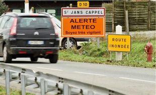 A Saint-Jans-Cappel, c'est un petit ruisseau qui a débordé et bloqué la route.