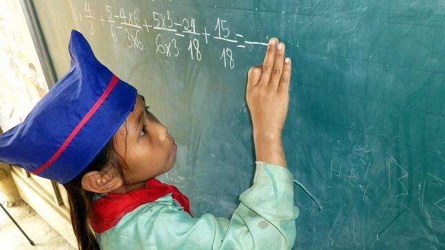 La vente des chaussures permet de construire des écoles au Vietnam.