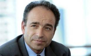 Le rejet, momentané, du projet de loi sur les OGM constitue, après toute une série de couacs, un nouveau coup dur pour la majorité et met en difficulté le président du groupe UMP à l'Assemblée nationale, Jean-François Copé, qui est déjà critiqué jusqu'à l'Elysée.