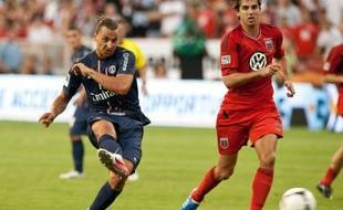 La superstar du Paris SG Zlatan Ibrahimovic a réussi ses grands débuts sous le maillot parisien en inscrivant un but lors du second match amical de la tournée américaine du club de la capitale, pourtant tenu en échec par DC United (1-1).