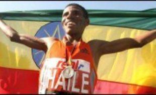L'Ethiopien Haile Gebreselassie a échoué dans sa quête pour établir un nouveau record du monde du marathon, dimanche à Berlin, perdant pied dans les 3 derniers kilomètres pour couper la ligne d'arrivée avec tout de même le 7e meilleur chrono de tous les temps (2h05:56.).