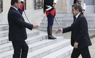 François Hollande reçoit Nicolas Sarkozy à l'Elysée le 25 juin 2016.