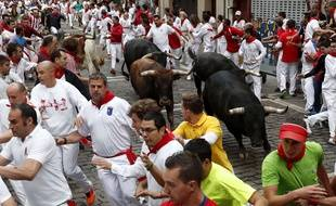 Un lâcher de taureaux pendant les fêtes de San Fermin à Pampelune, vendredi 14 juillet.