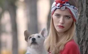 Le mannequin Raphaelle Dupire, dans une publicité pour le magazine «Be» en 2012.