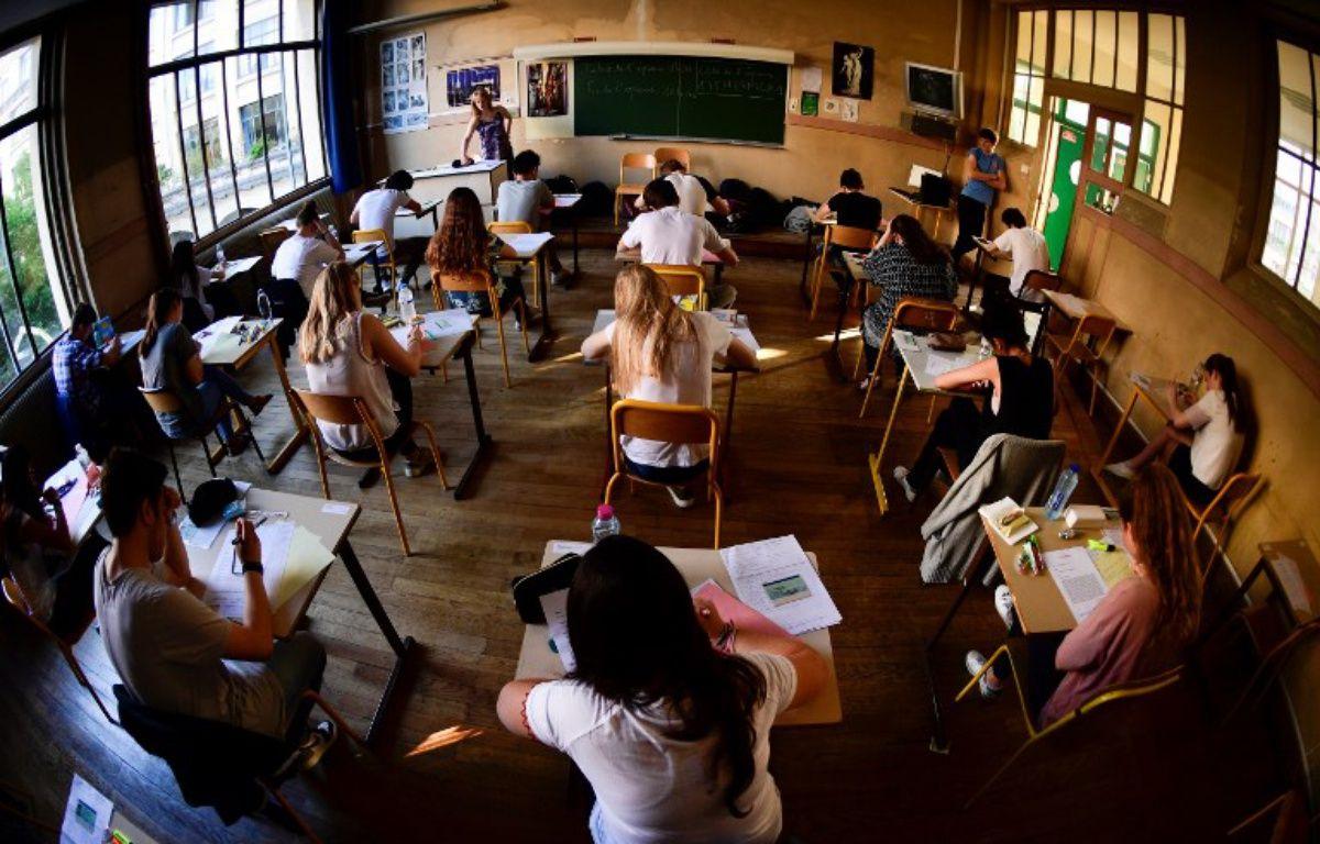 Pendant que les lycéens passent le bac philo, les internautes se lâchent sur Twitter. – Martin BUREAU / AFP