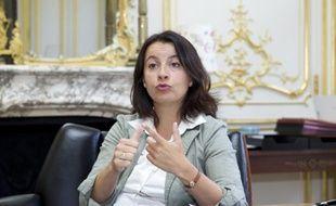 Cécile Duflot, Ministre de l'Egalite des territoires et du Logement, donne une interview dans son bureau du ministère, le 4 septembre 2012.