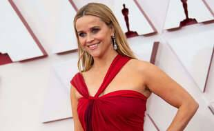 Reese Witherspoon sur le tapis rouge des Oscars en 2021