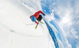 Un an après son très grave accident, Kevin Rolland a rechaussé les skis pour faire son retour dans un half-pipe.