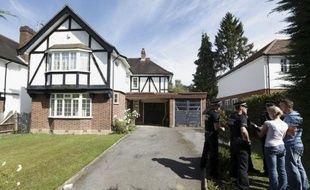 Des membres de la famille des fillettes britanniques ayant échappé à la tuerie visant leurs parents à Chevaline, en Haute-Savoie, sont arrivés en France et pourraient rencontrer prochainement la cadette en présence d'un enquêteur