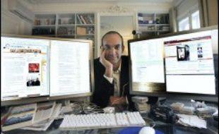 """Le célèbre blogueur Loïc Le Meur, qui intervenait régulièrement dans l'émission quotidienne de Canal+ """"En aparté"""", a été suspendu de l'antenne en raison de son soutien affiché à Nicolas Sarkozy, a-t-on appris vendredi auprès de la chaîne."""