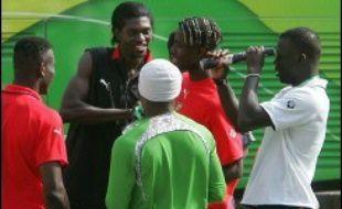 Les joueurs togolais seront bien sur la pelouse de Dortmund ce lundi (13h00 GMT) pour affronter la Suisse, après avoir maintenu jusqu'au dernier moment leur menace de boycotter le match pour obtenir le versement de primes de participation au Mondial-2006 de football.