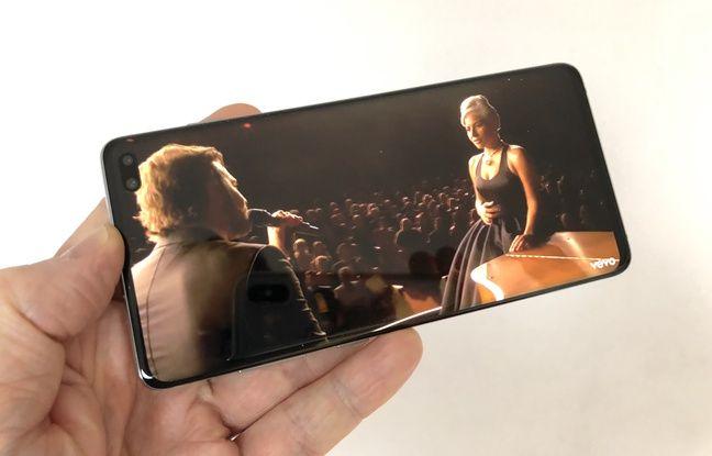 L'écran de 6,4 pouces du Galaxy S10 est presque intégral.