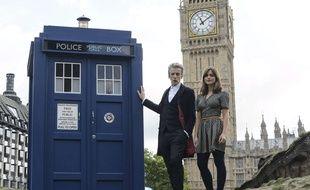Peter Capaldi et Jenna Coleman, à côté du Tardis et devant Big Ben, à Londres, le 22 août 2014.