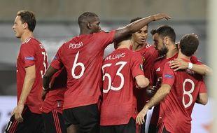 L'équipe de Manchester United après le penalty transformé par Bruno Fernandes, le 10 août 2020.