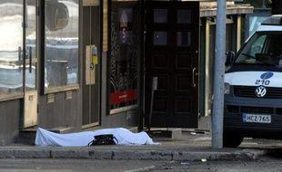 Un homme en tenue de camouflage juché sur un toit a ouvert le feu dans la nuit de vendredi à samedi sur deux restaurants remplis de jeunes dans la localité finlandaise d'Hyvinkää, tuant deux étudiants et blessant sept autres personnes.