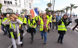 """Des """"gilets jaunes"""" manifestent à Nice, le 17 novembre."""