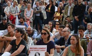 Vincent Lambert: veillée de prière à Paris contre l'arrêt des traitements.