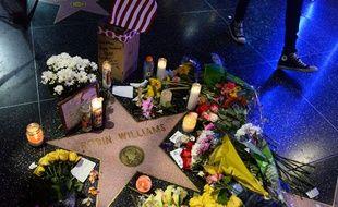 Les habitants de Los Angeles ont fleuri l'étoile de Robin Williams sur le Walk of Fame.