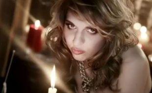 """Le clip de """"L'enfer et moi"""" d'Amandine Bourgeois a été dévoilé ce jeudi 14mars."""