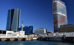 Le renouveau du quartier d'Euroméditerranée symbolisé par la tour CMA CGM (à gauche) de Zaha Hadid et la tour La Marseillaise de Jean Nouvel.