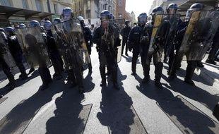 Des policiers pendant une manifestation de «gilets jaunes» à Nice, le 23 mars.