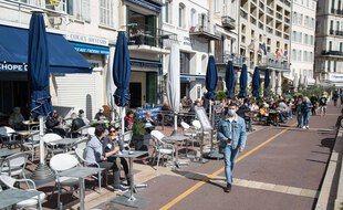 La terrasse d'un restaurant à Marseille.