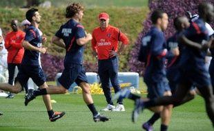 L'Italien Carlo Ancelotti, nouvel entraîneur du Paris SG, a dévoilé samedi quelques-unes des modifications qu'il compte apporter au quotidien de ses joueurs, avec notamment des repas pris en commun au Camp des Loges et le port de GPS à l'entraînement.