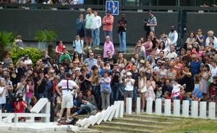 Sous les encouragements du public, les dominos géants se sont offerts un joli tour de ville ce dimanche après-midi.