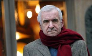 L'ancien directeur des Renseignements généraux (RG) Yves Bertrand, 69 ans, réputé proche de Jacques Chirac, a été retrouvé mort lundi à son domicile parisien, a-t-on appris de sources concordantes.