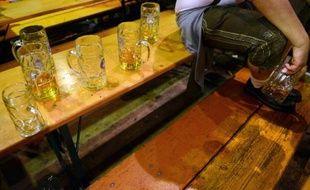 Des verres de bière vides à la fête de la bière de Munich, le 6 octobre 2013