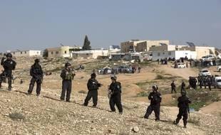 Les forces de défense israéliennes lors de la destruction d'un village bédouin en janvier 2017.