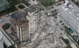 Un immeuble résidentiel de Miami s'est partiellement effondré dans la nuit du 23 au 24 juin 2021,faisant au moins un mort, et des dizaines de personnes sont portées disparues.